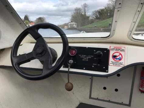 basic_controls_electric_day_cruiser_boat