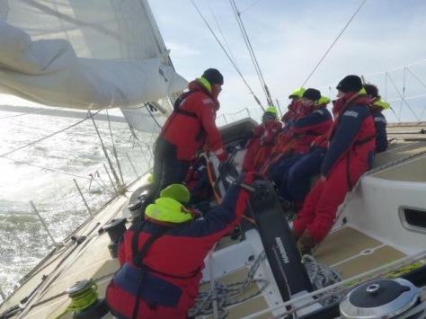 getting_speed_clipper_race_boat