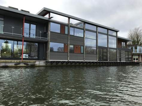 glass_house_boat_river_thames