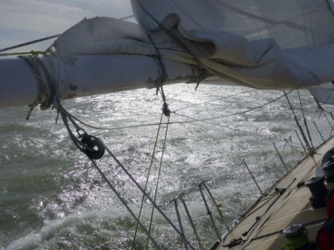 heeled_over_clipper_race_level_3