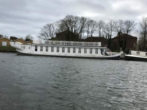house_boat_river_thames