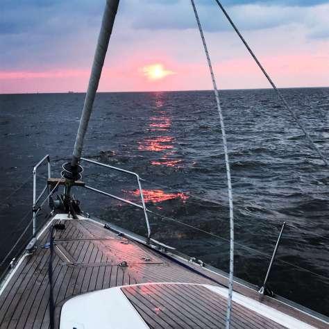 sunrise_sailing
