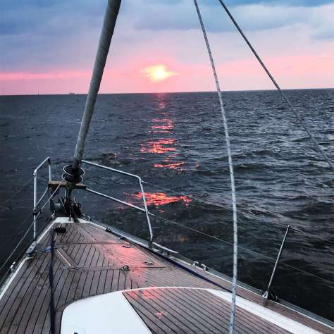sunrise_sailing